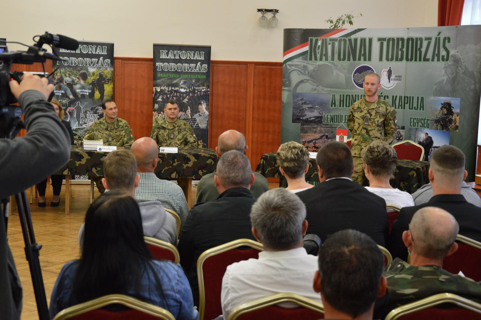 Újabb tartalékos katonák kötöttek szerződést a Magyar Honvédséggel