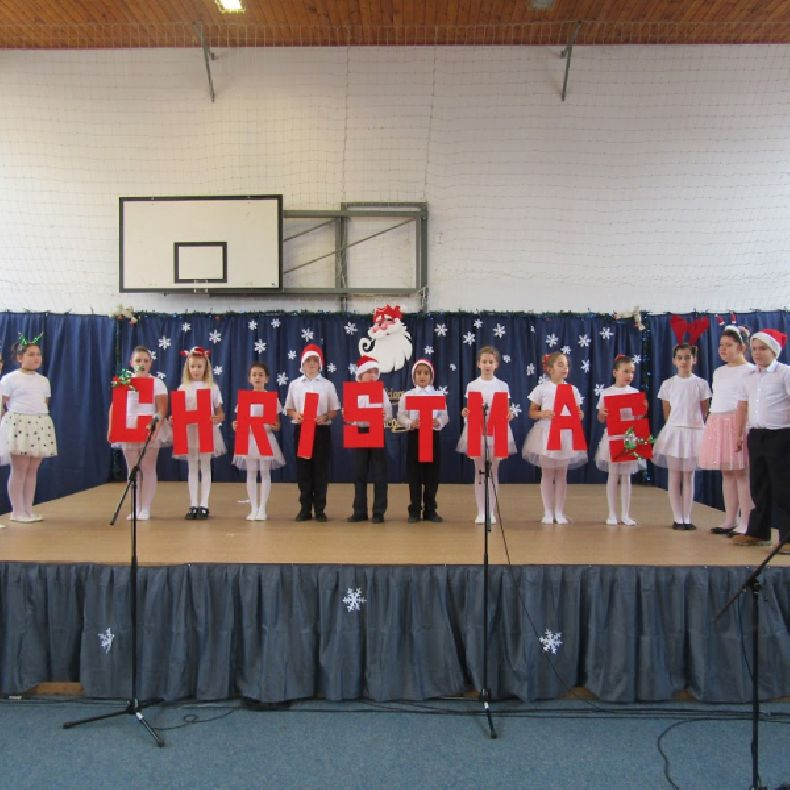 Karácsonyi ünnepség a Mikepércsi Hunyadi János Általános Iskolában
