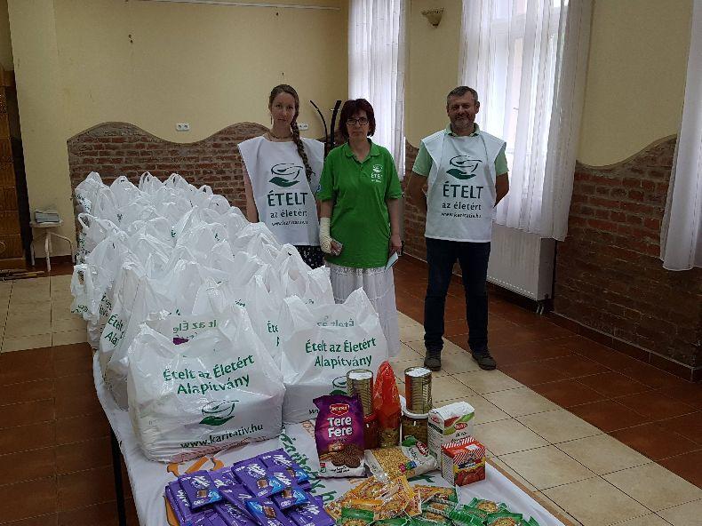 Újabb 50 csomag élelmiszer adomány érkezett Mikepércsre